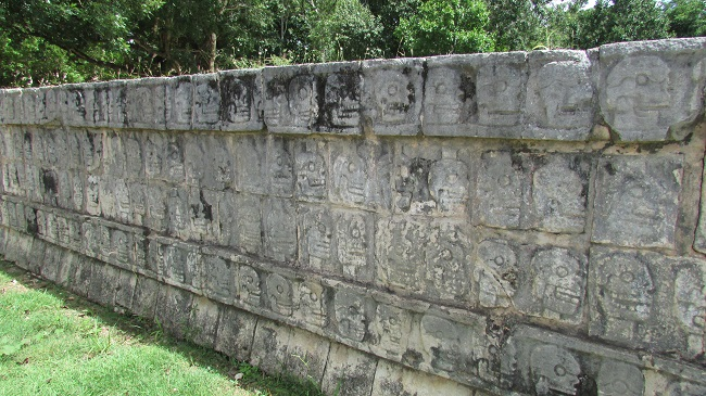 plateforme des cranes chichen Itzá